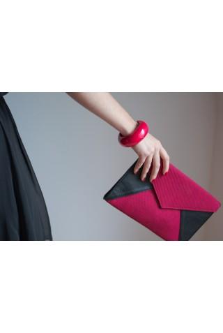 Enveloppe noire et rose framboise