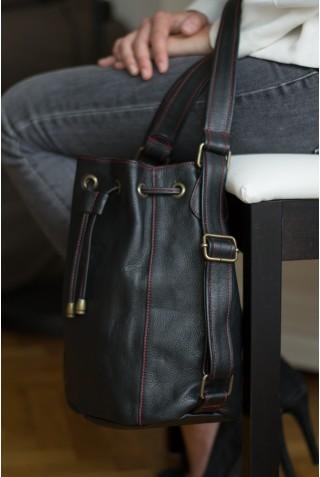 Alix PM - Cuir noir et détails rouges