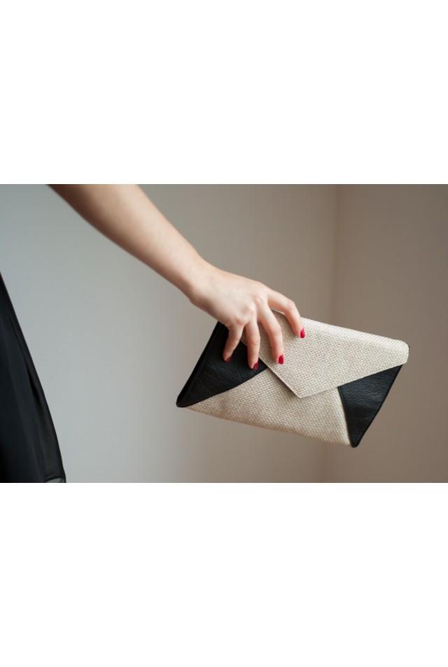 Enveloppe noire et blanc cassé